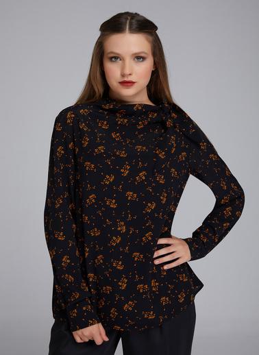 Gusto Kadın Siyah Yakası Yandan Bağlı Cıtır Desenli Bluz 20KG009536 Siyah